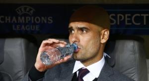 Guardiola-bebe-agua-Champions-2013